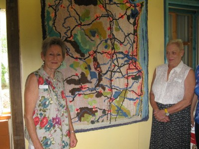 "Renate (l) Pat Reid (R) with one of Renate's ""clippy"" rugs"