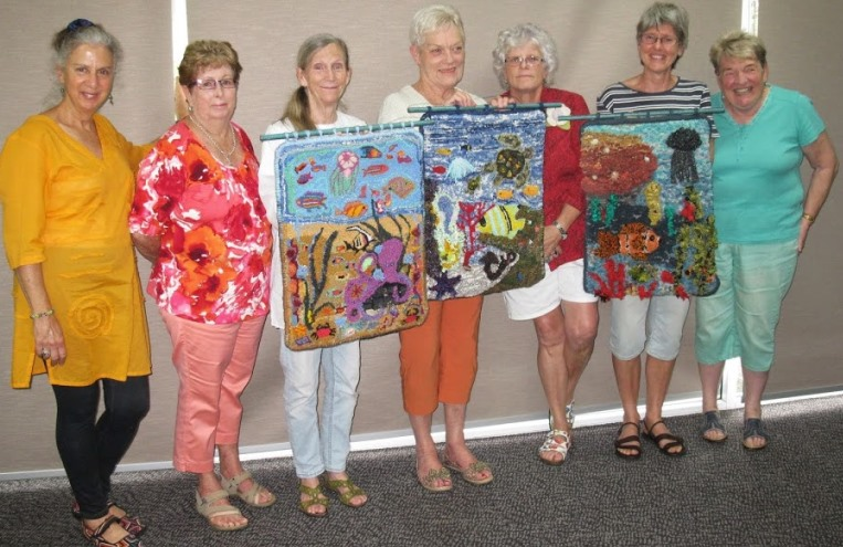 Sushine_Coast_Rugmakers_with_RugHooked_project_for_Beerwah_Friends_of_the_Library