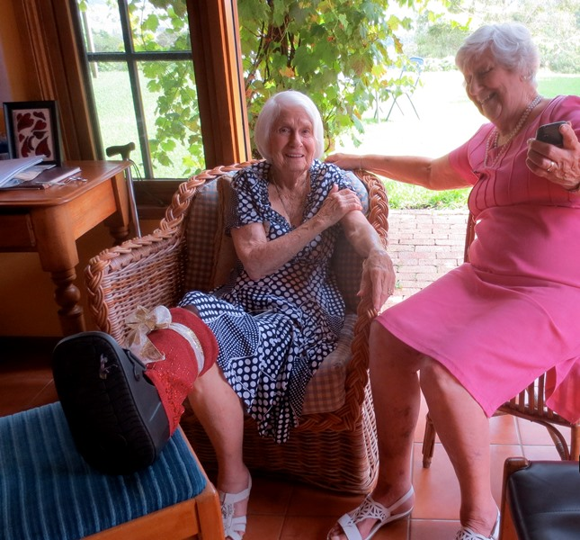 Jacqui_Thomson_and_friend_Milton_NSW_Dec_5_2014