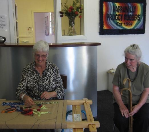 Maggie_Hickey_demonstrating_rug_hooking_Braidwood_Australia