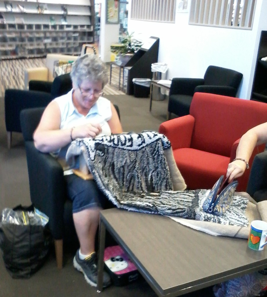Nita_hooking_ANZAC_group_project_rug_Wanneroo_West_Australia