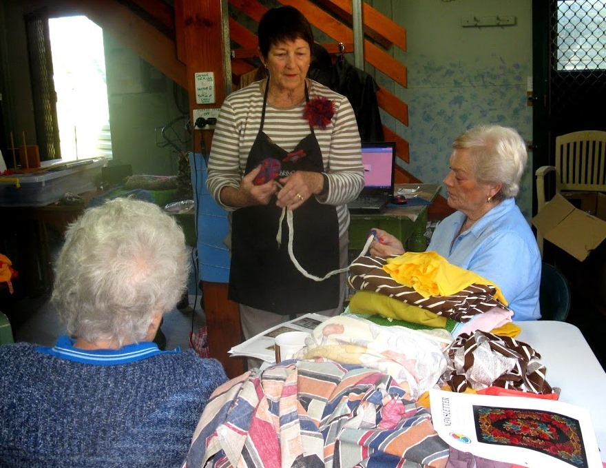 Jo_with_Margaret_and_Pat_Sunshine_Rug_Crafters_QLD_Australia