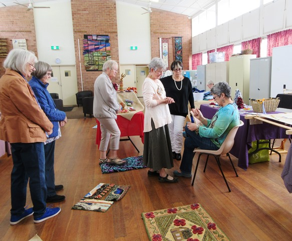 International_Rug-Hooking_Day_2015_Perth_West_Australia_rughooking_without_a_frame